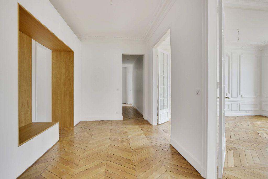 Appartement à louer 6 156m2 à Paris 8 vignette-3