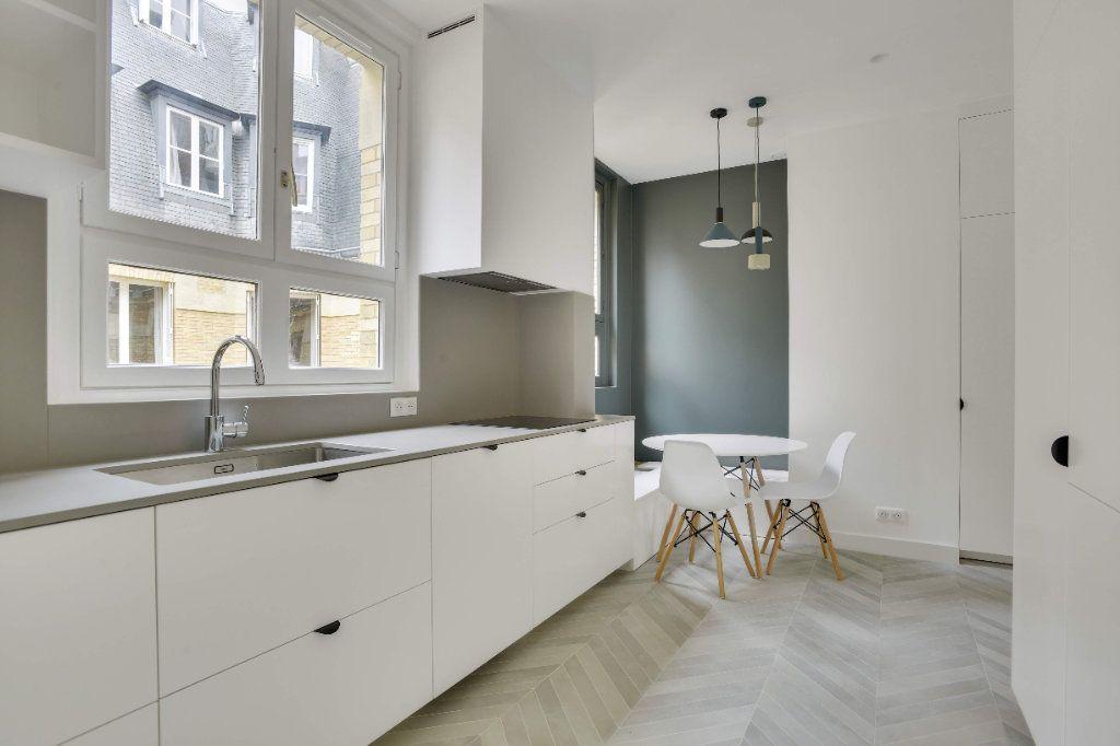 Appartement à louer 6 156m2 à Paris 8 vignette-4