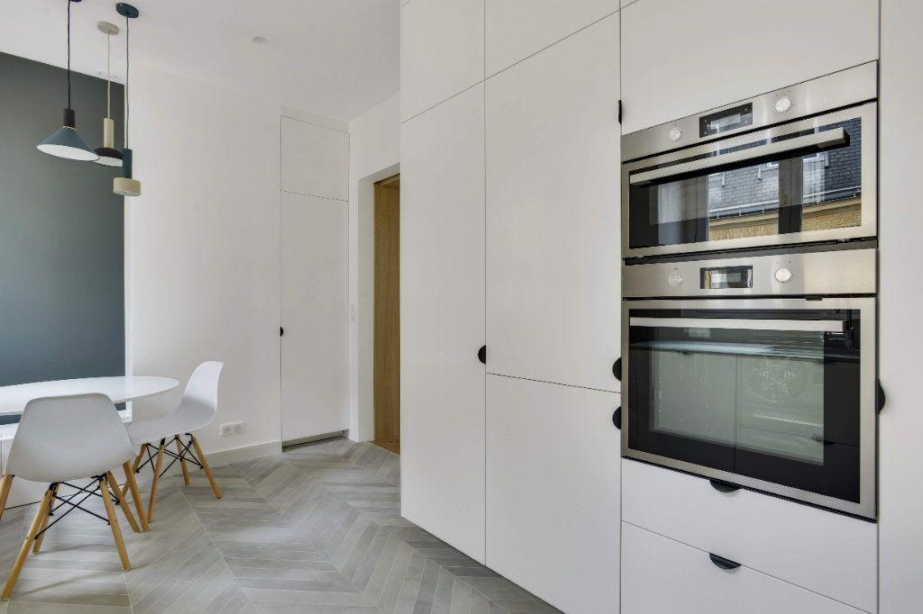 Appartement à louer 6 156m2 à Paris 8 vignette-5