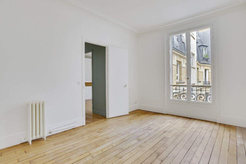 Appartement à louer 6 156m2 à Paris 8 vignette-7