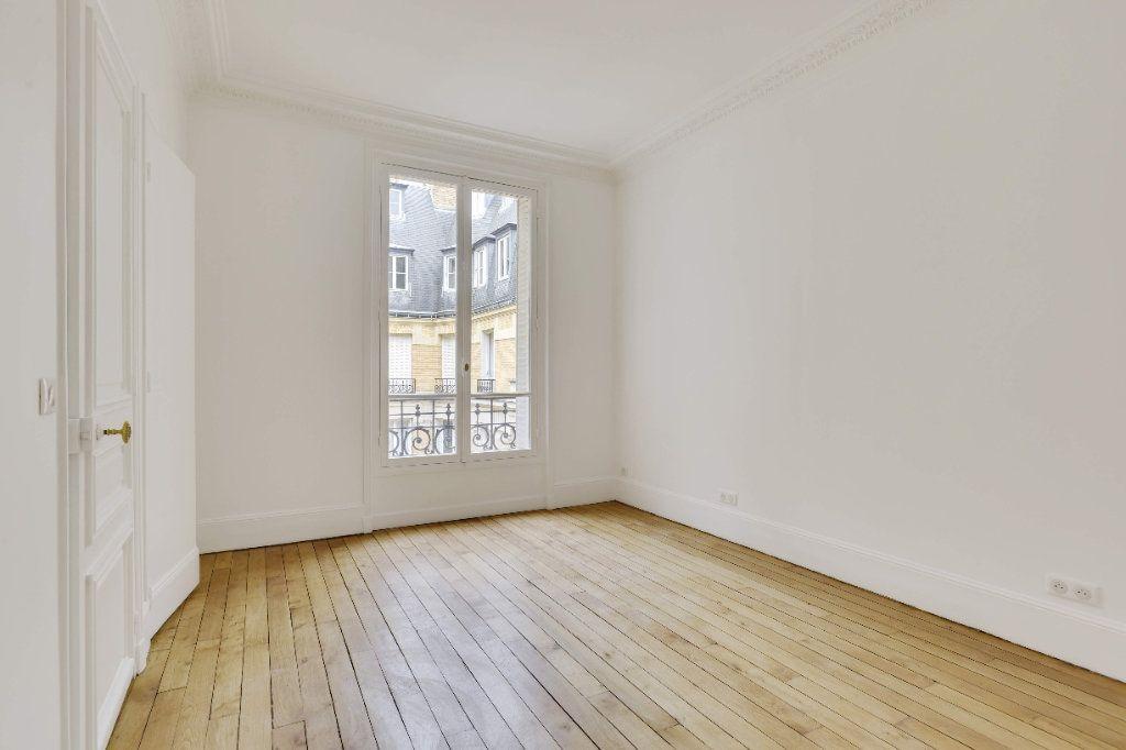 Appartement à louer 6 156m2 à Paris 8 vignette-8