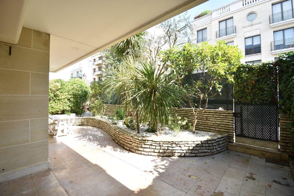 Appartement à louer 2 74.27m2 à Neuilly-sur-Seine vignette-3