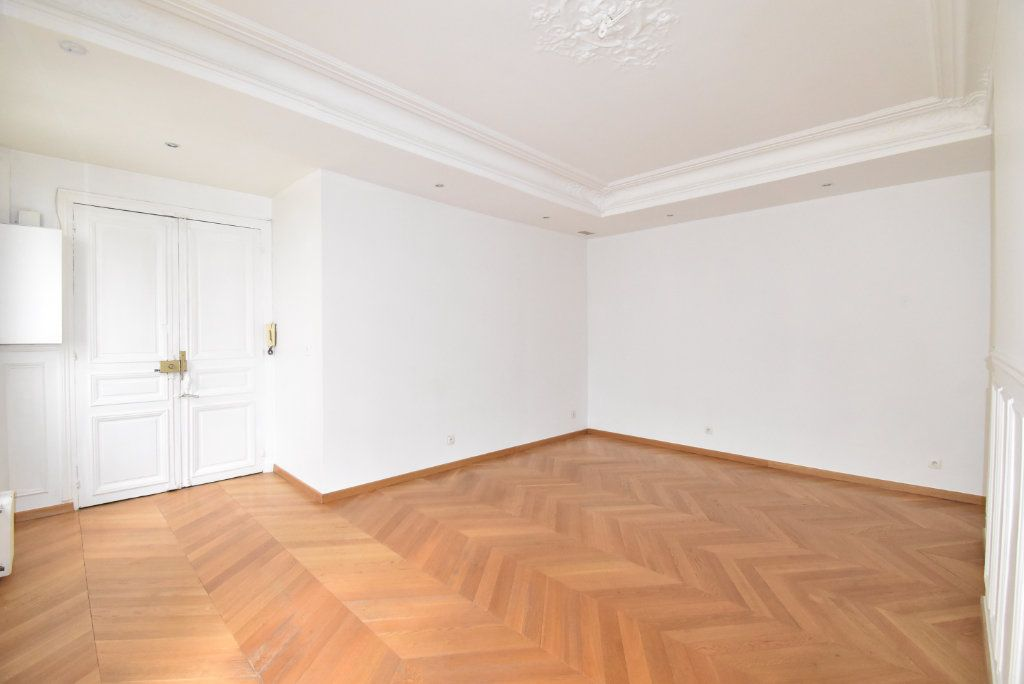 Appartement à louer 3 66.97m2 à Paris 17 vignette-2
