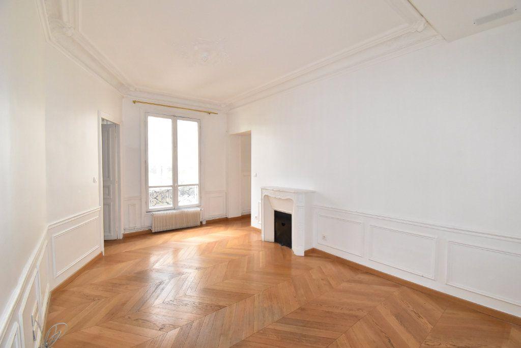 Appartement à louer 3 66.97m2 à Paris 17 vignette-3