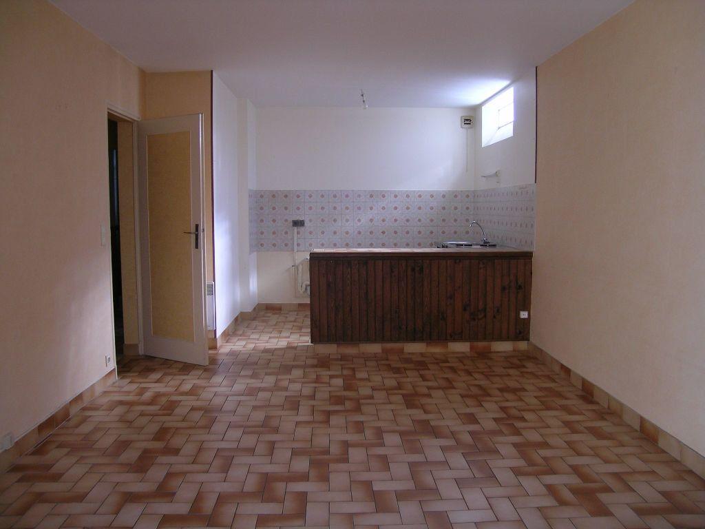 Appartement à louer 2 -1m2 à Selles-sur-Cher vignette-1