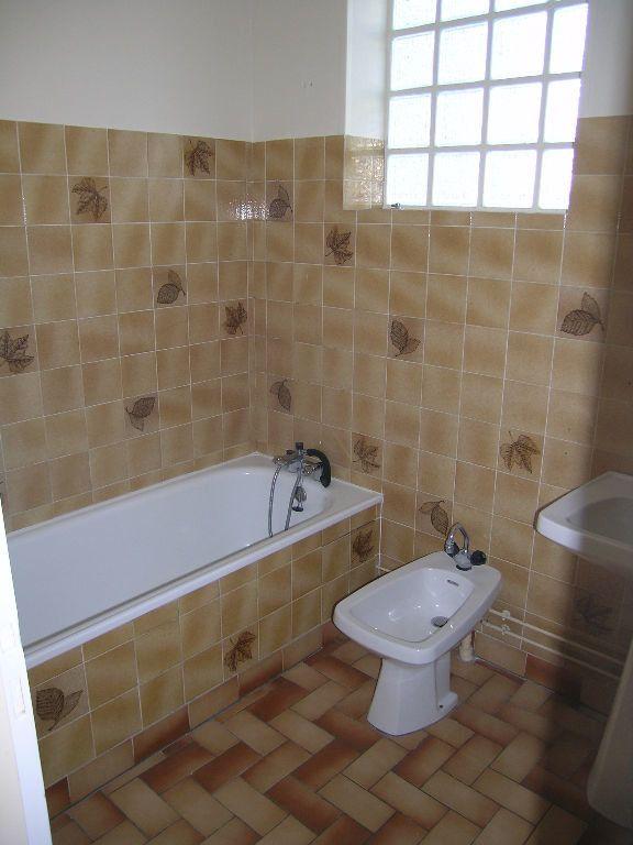 Appartement à louer 2 -1m2 à Selles-sur-Cher vignette-3