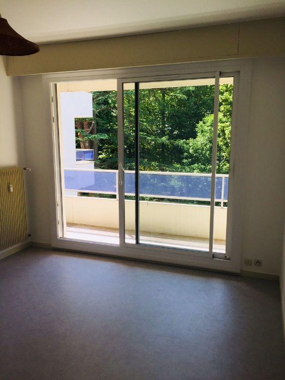 Appartement à louer 1 26m2 à Romorantin-Lanthenay vignette-1