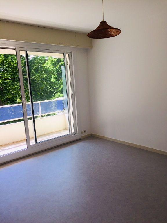 Appartement à louer 1 26m2 à Romorantin-Lanthenay vignette-4