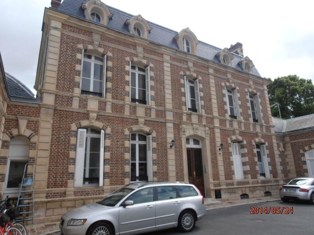 Appartement à louer 5 119.2m2 à Beauvais vignette-1