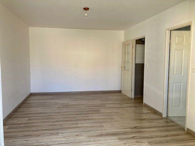 Appartement à louer 2 42m2 à Beauvais vignette-2