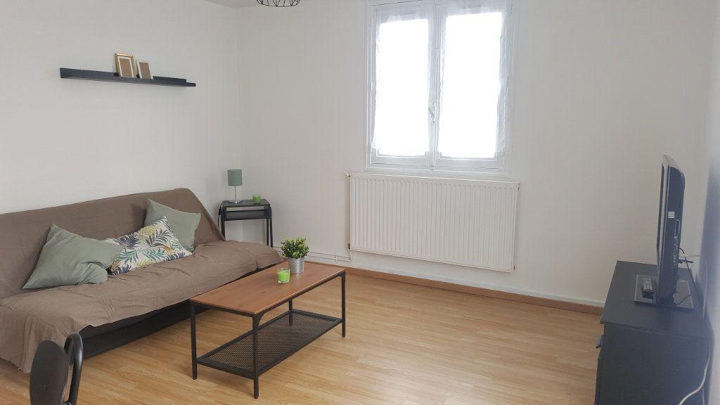 Appartement à louer 1 28m2 à Beauvais vignette-1