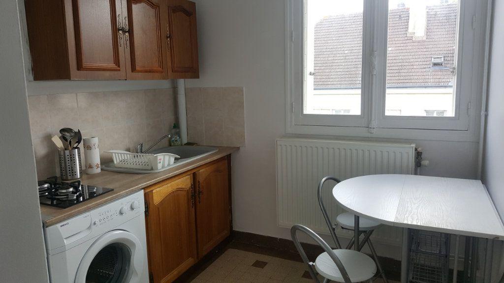 Appartement à louer 1 28m2 à Beauvais vignette-2