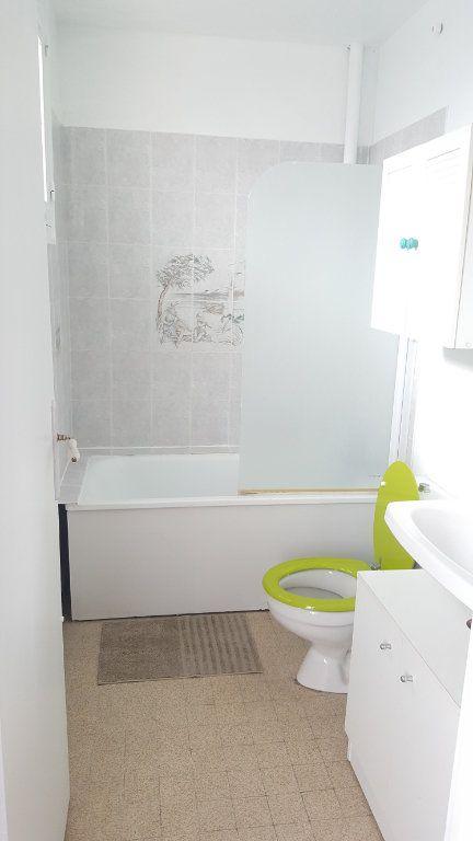Appartement à louer 1 28m2 à Beauvais vignette-3