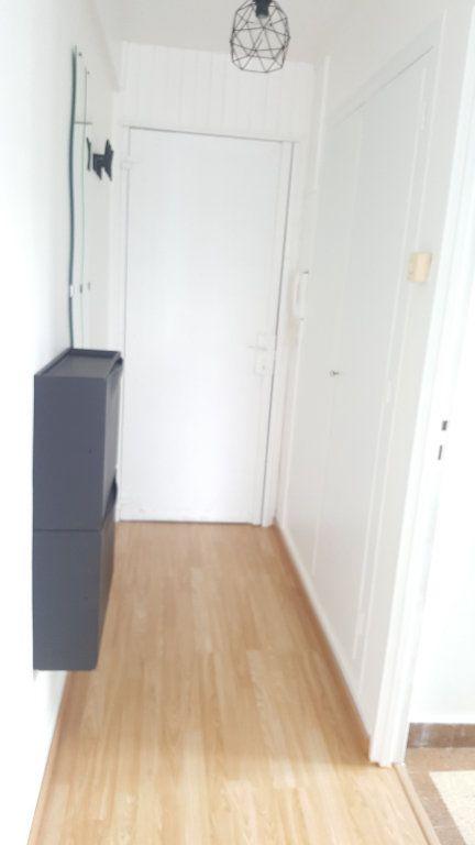 Appartement à louer 1 28m2 à Beauvais vignette-8