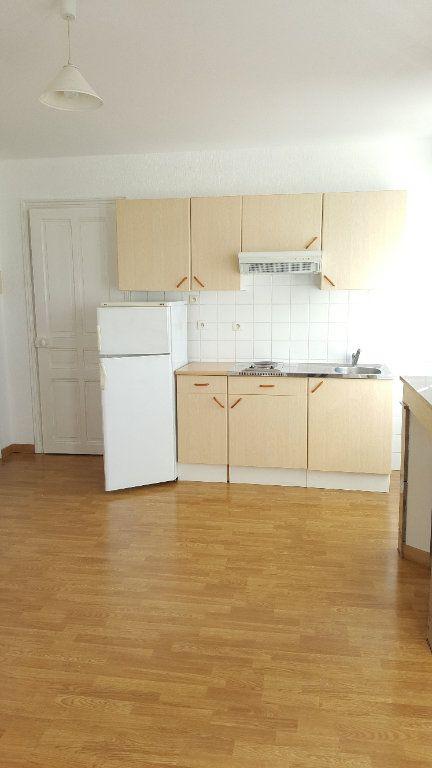 Appartement à louer 2 34.8m2 à Beauvais vignette-1