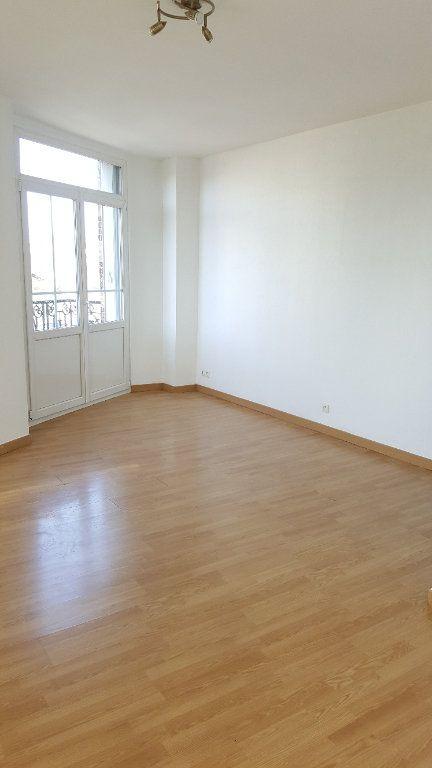 Appartement à louer 2 34.8m2 à Beauvais vignette-3