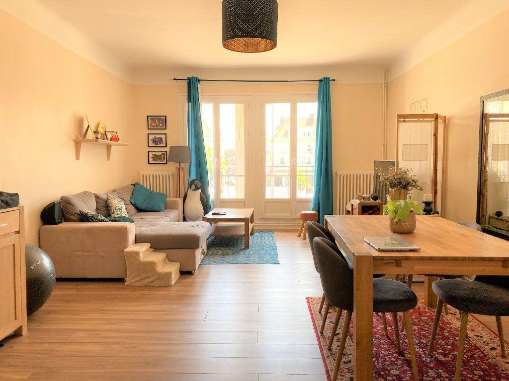 Appartement à vendre 4 109m2 à Beauvais vignette-1
