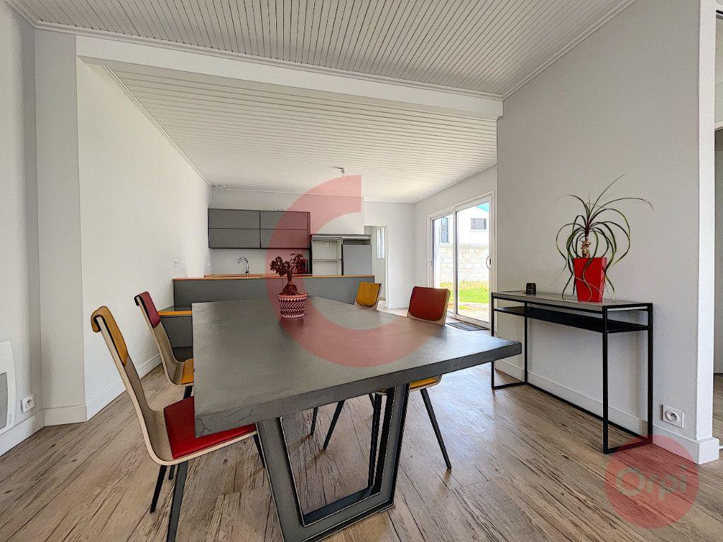 Maison à vendre 5 97.32m2 à Challans vignette-1