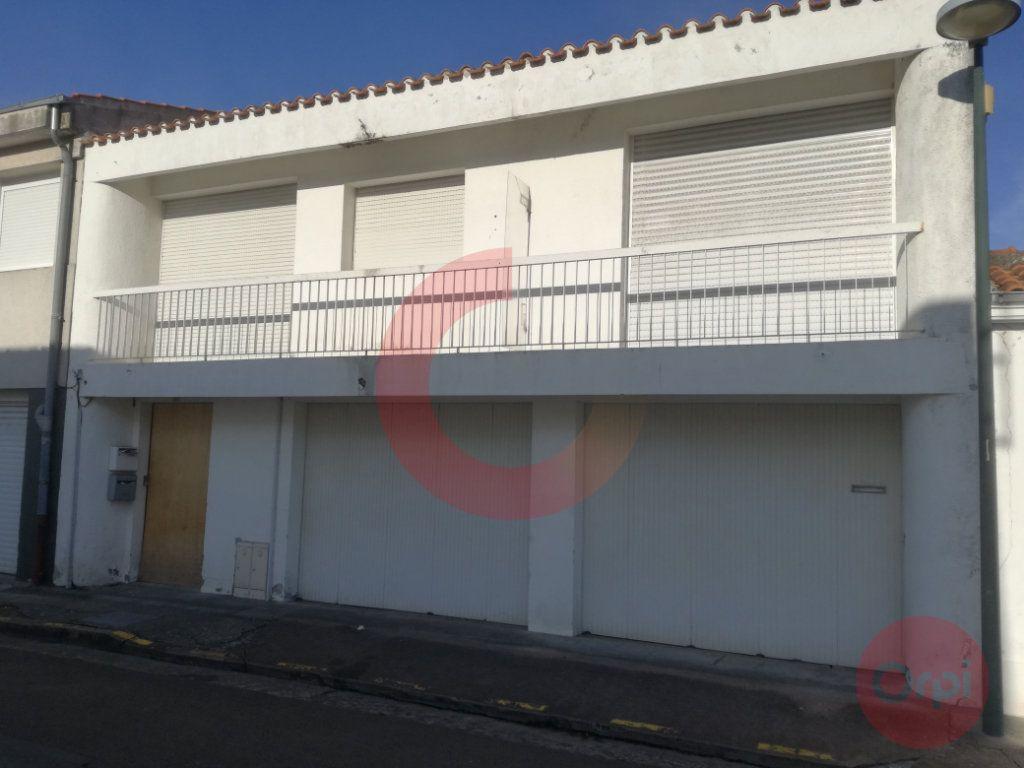 Immeuble à vendre 0 79.67m2 à Challans vignette-1