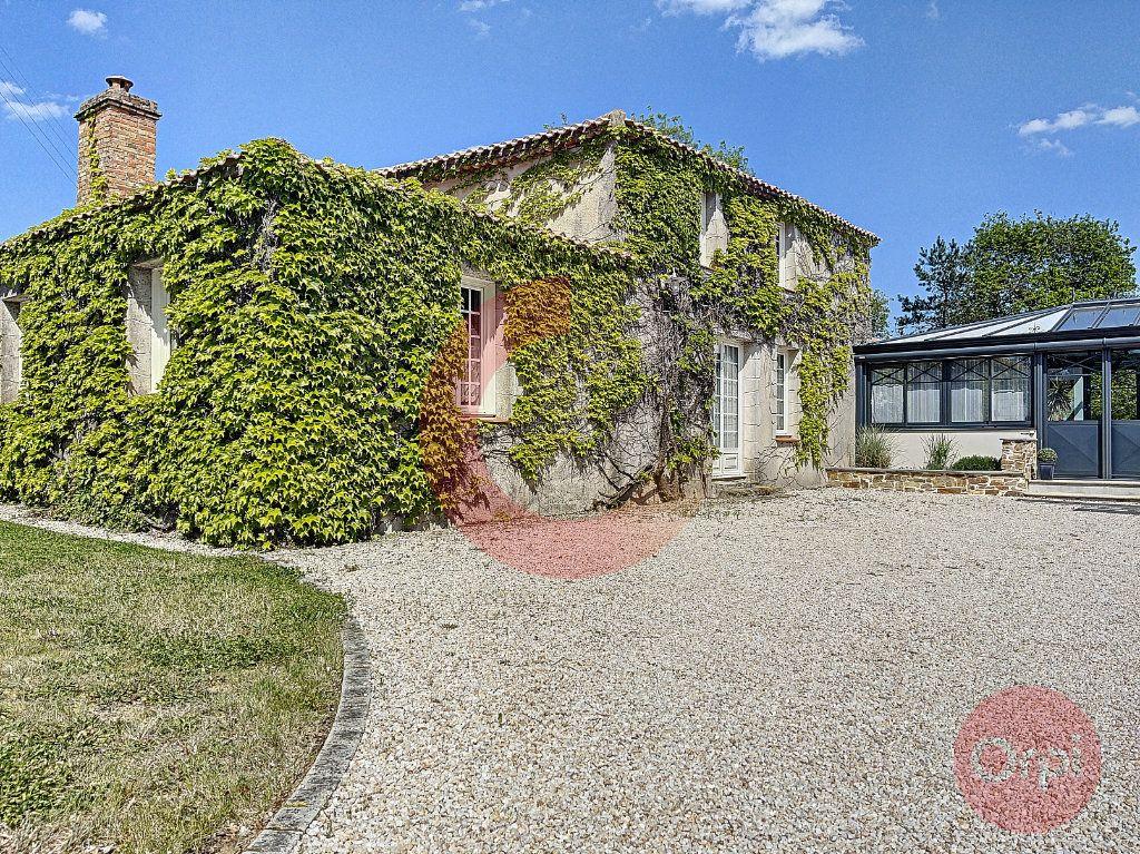Maison à vendre 10 350m2 à La Garnache vignette-1