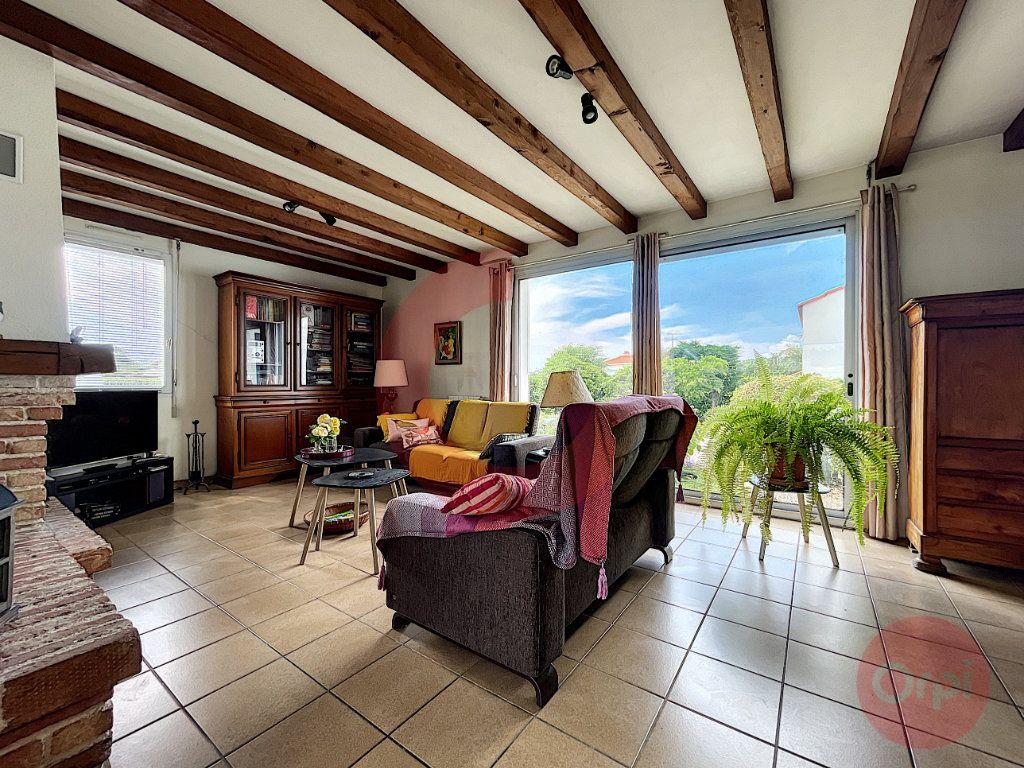 Maison à vendre 4 124m2 à Challans vignette-3