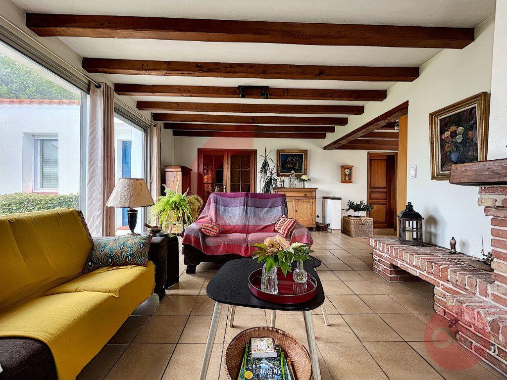 Maison à vendre 4 124m2 à Challans vignette-4