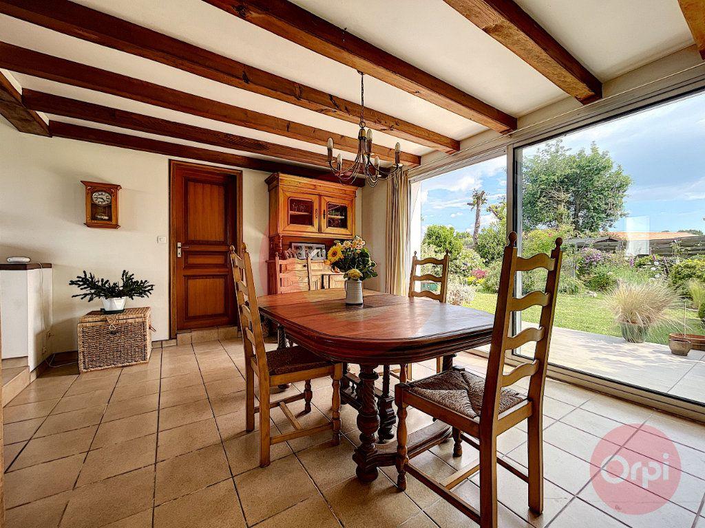 Maison à vendre 4 124m2 à Challans vignette-6