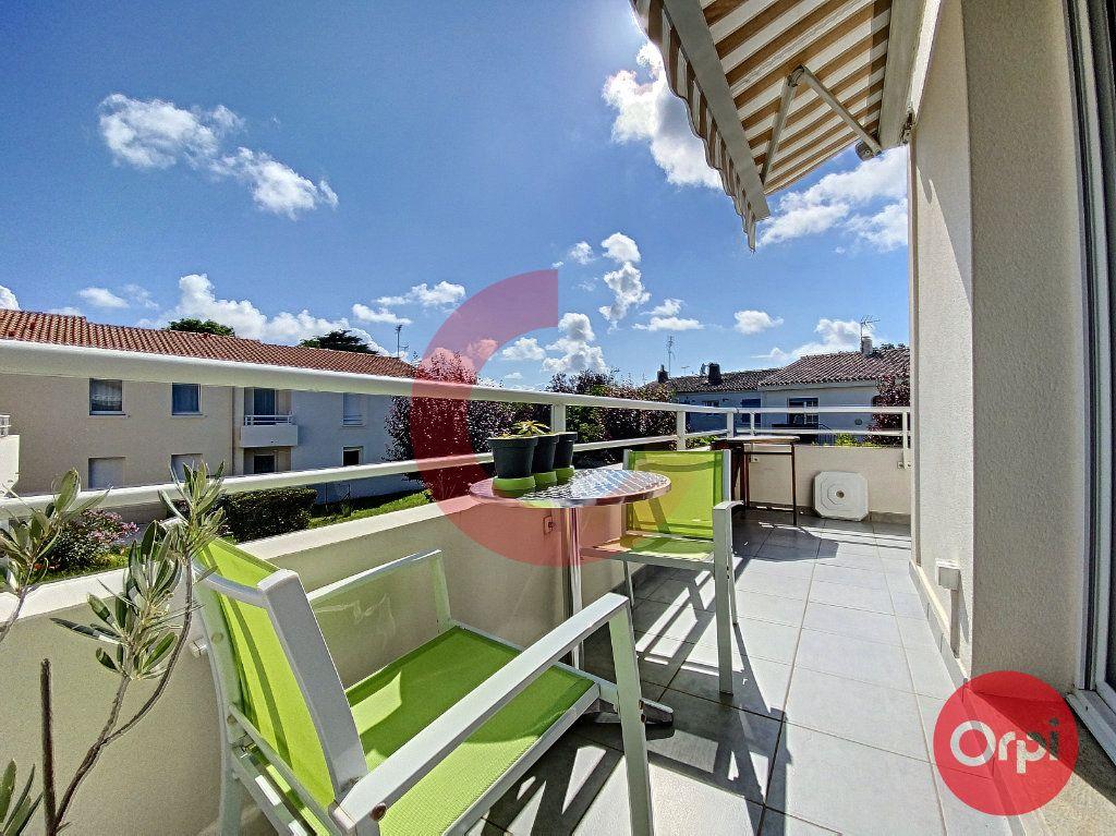 Appartement à vendre 3 63m2 à Saint-Jean-de-Monts vignette-2
