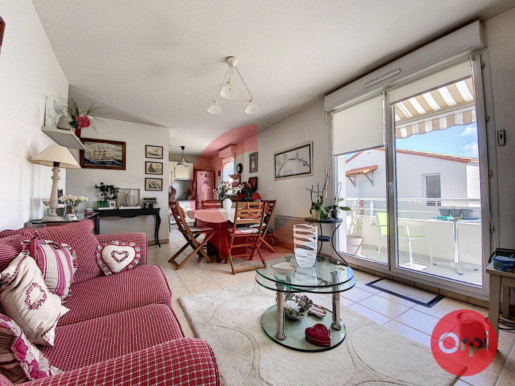 Appartement à vendre 3 63m2 à Saint-Jean-de-Monts vignette-4