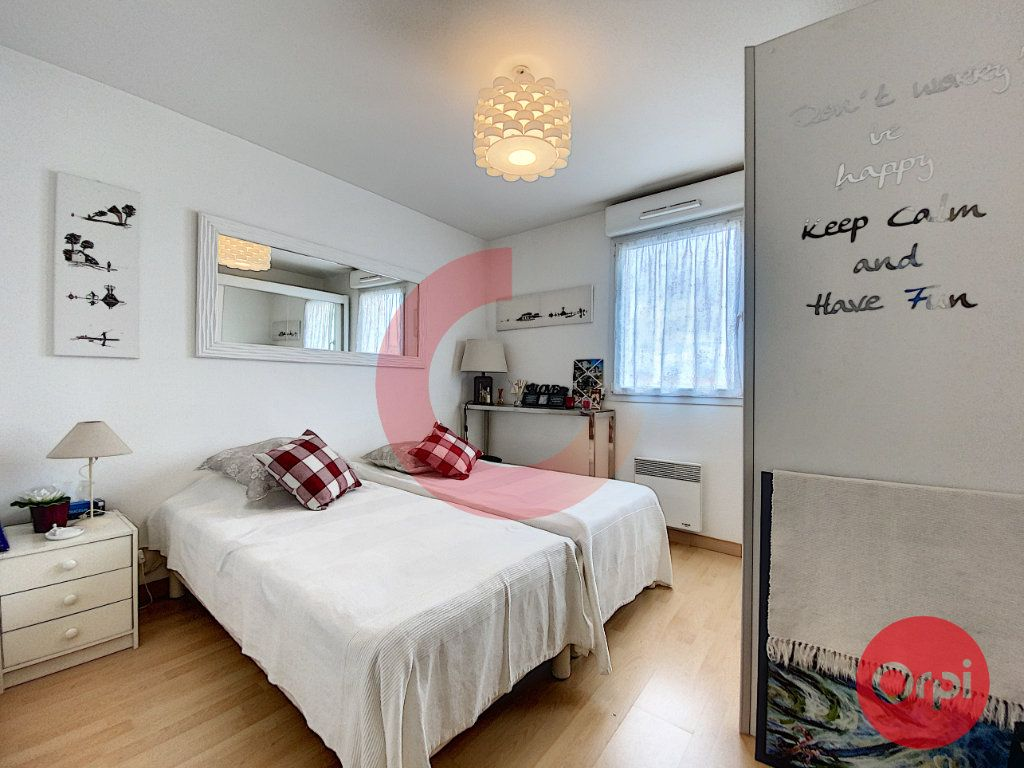 Appartement à vendre 3 63m2 à Saint-Jean-de-Monts vignette-5