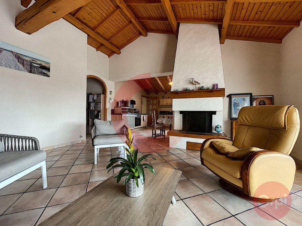Maison à vendre 5 108m2 à Challans vignette-3