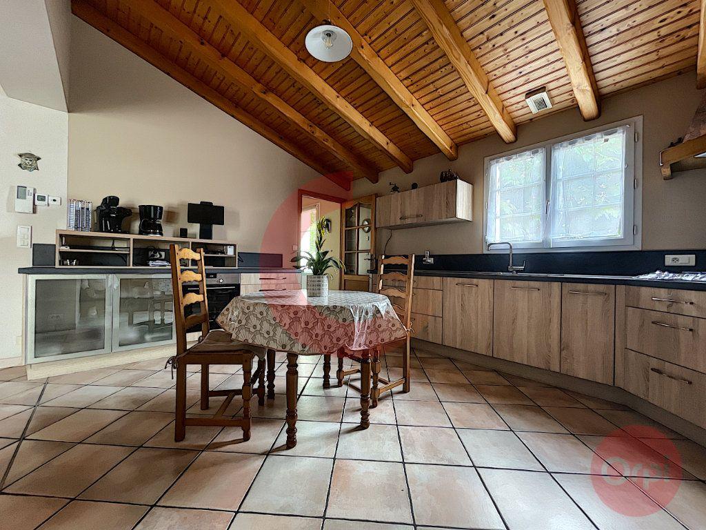 Maison à vendre 5 108m2 à Challans vignette-5