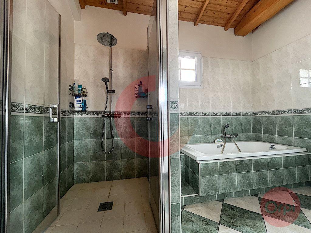 Maison à vendre 5 108m2 à Challans vignette-8