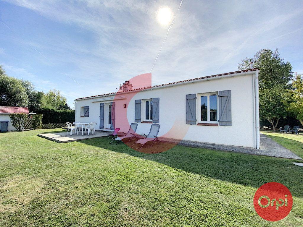 Maison à vendre 5 102m2 à Le Perrier vignette-3