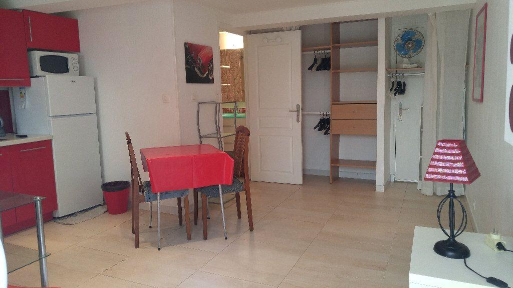 Appartement à louer 1 18.9m2 à Nice vignette-4