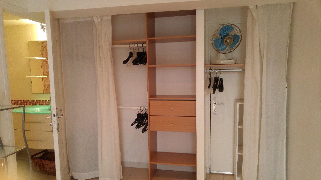 Appartement à louer 1 18.9m2 à Nice vignette-9
