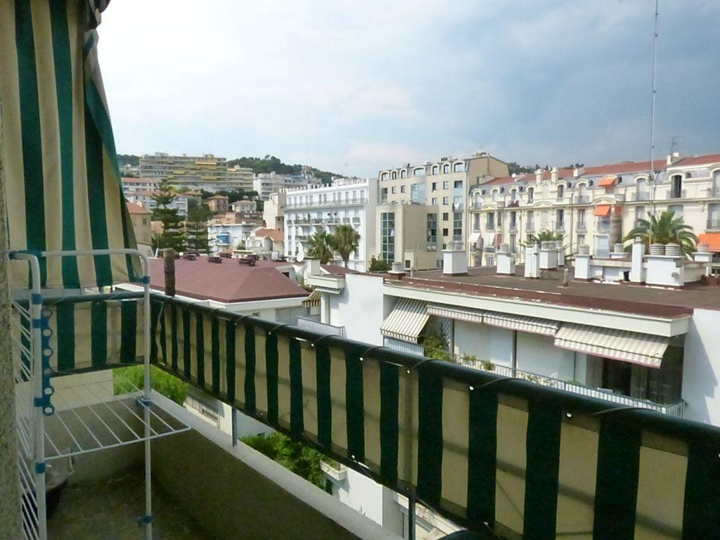 Appartement à louer 1 30.55m2 à Nice vignette-5