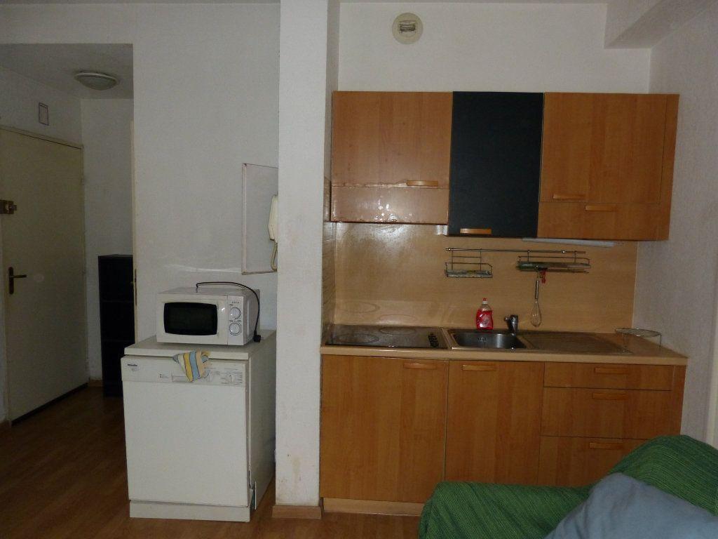Appartement à louer 2 28.28m2 à Nice vignette-2