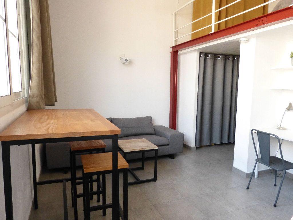 Appartement à louer 1 31.4m2 à Nice vignette-1