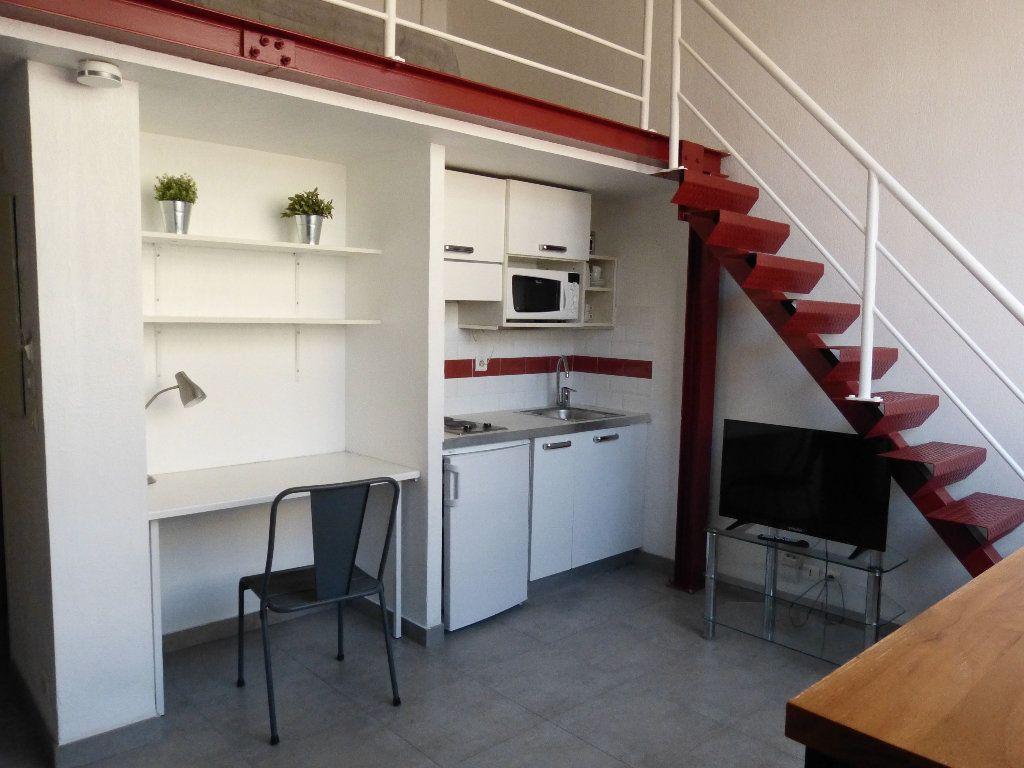 Appartement à louer 1 31.4m2 à Nice vignette-2