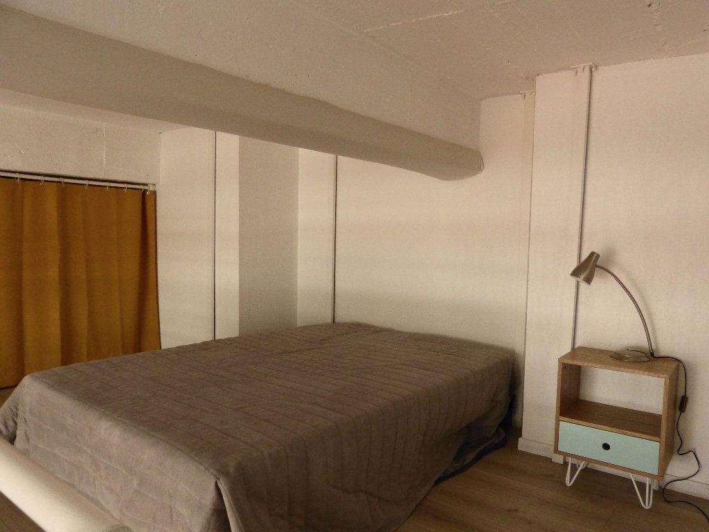 Appartement à louer 1 31.4m2 à Nice vignette-3