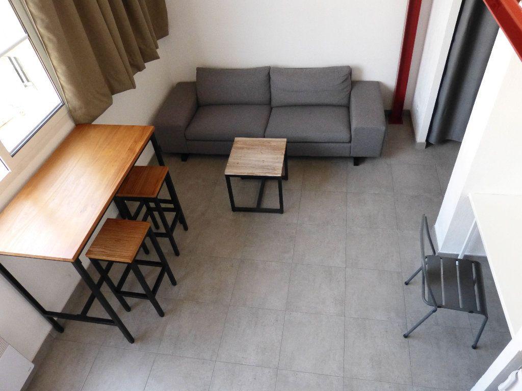 Appartement à louer 1 31.4m2 à Nice vignette-4