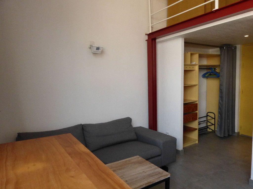 Appartement à louer 1 31.4m2 à Nice vignette-6