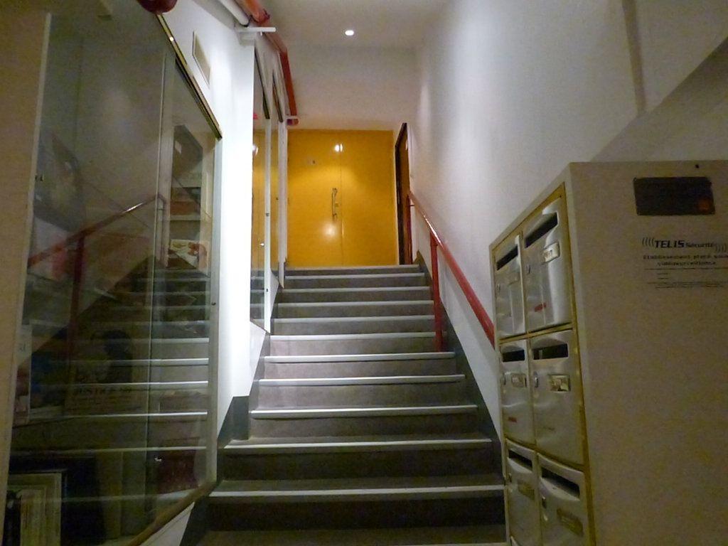 Appartement à louer 1 31.4m2 à Nice vignette-8