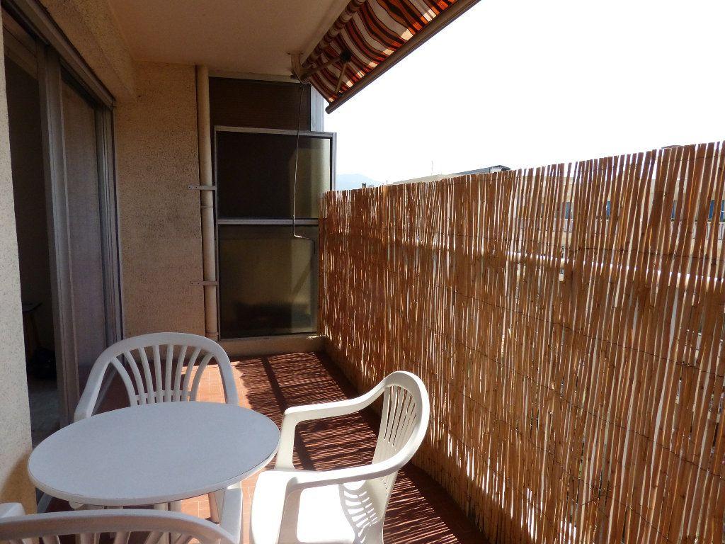 Appartement à louer 1 30.91m2 à Nice vignette-2