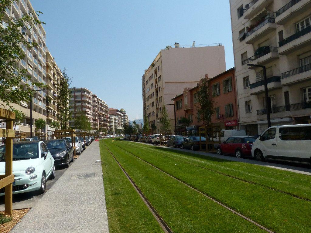 Appartement à louer 1 30.91m2 à Nice vignette-9