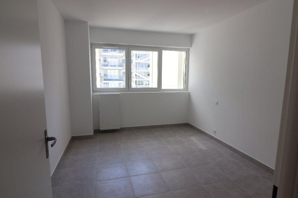 Appartement à louer 2 47.1m2 à Nice vignette-3