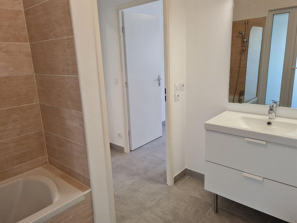 Appartement à louer 2 47.1m2 à Nice vignette-5