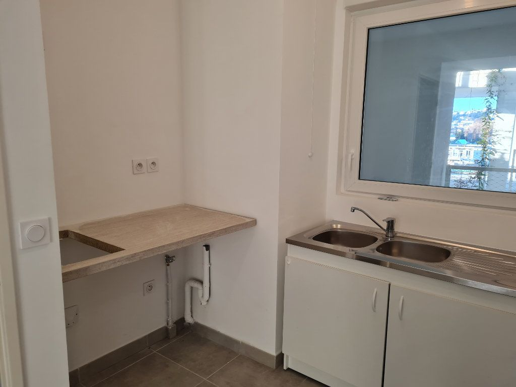 Appartement à louer 2 47.1m2 à Nice vignette-6