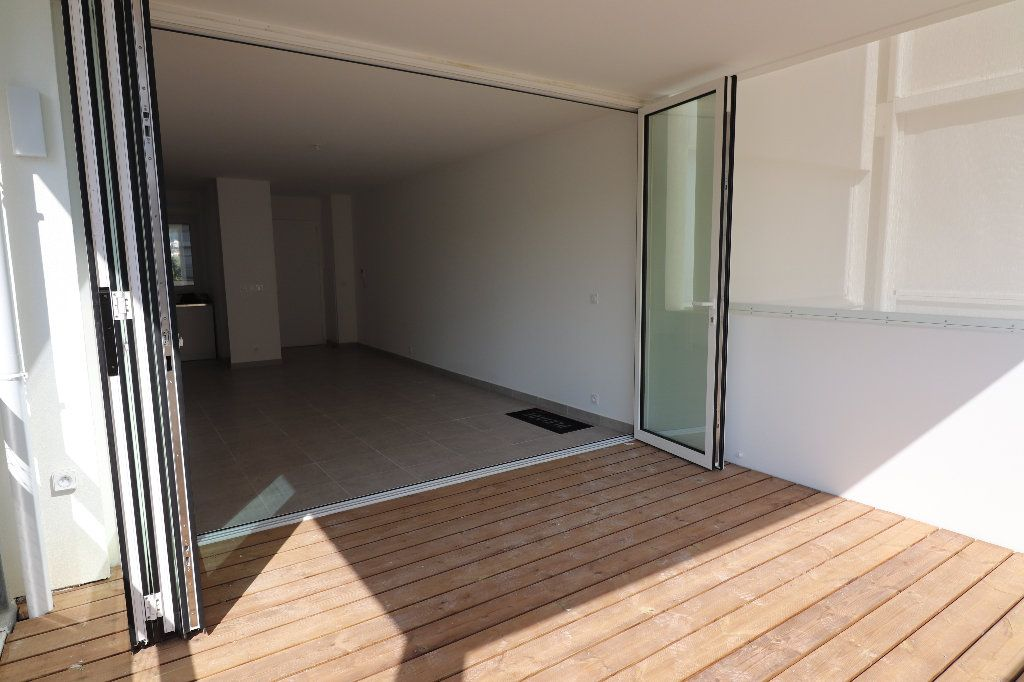 Appartement à louer 2 47.1m2 à Nice vignette-8